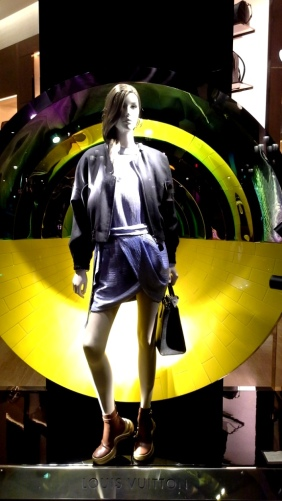 #louisvuitton #barcelonalouisvuitton #luxe #fashion #eshoplouisvuitton #barcelonamoda #window #escaparate #trend #fashionwindow (1)