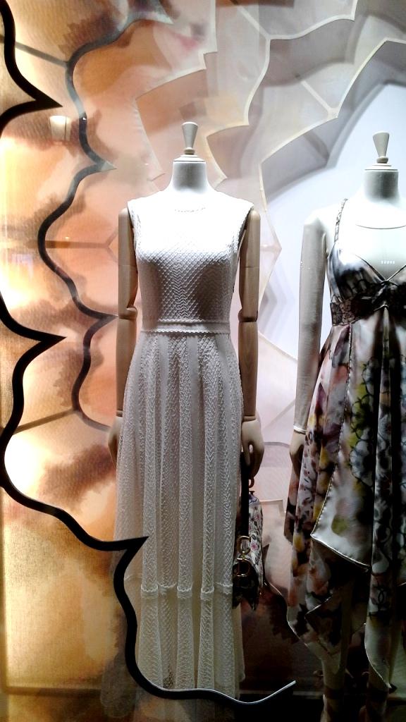 #dior #diorwindow #luxe #barcelona #escaparate #visualmerchandiser #vetrina #moda #trendy #ootd #teviac (3)