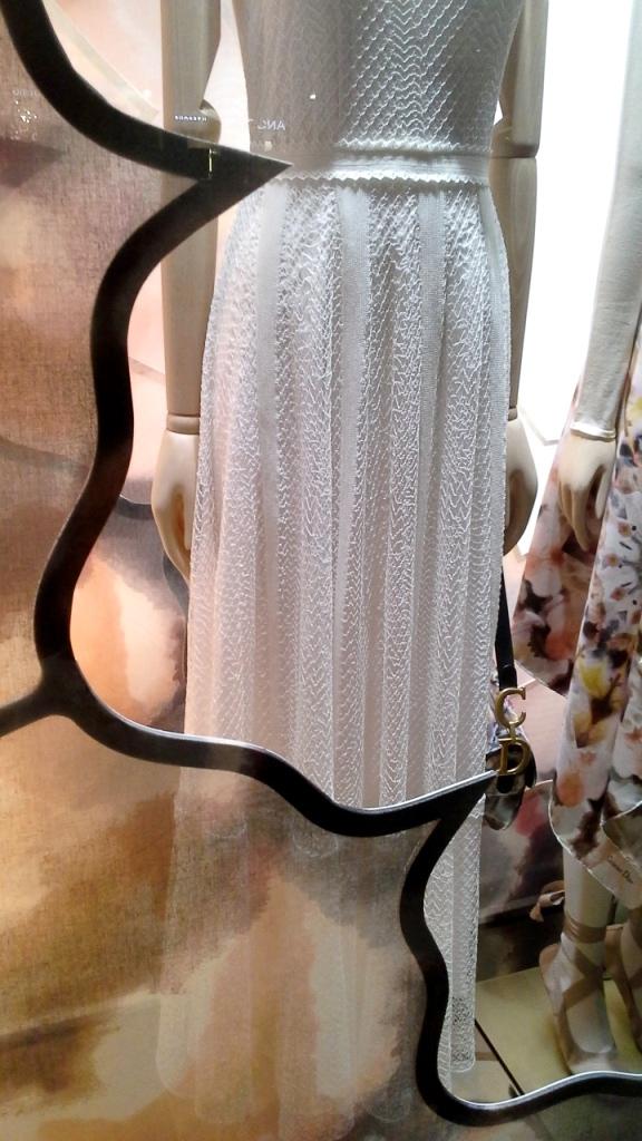 #dior #diorwindow #luxe #barcelona #escaparate #visualmerchandiser #vetrina #moda #trendy #ootd #teviac (6)