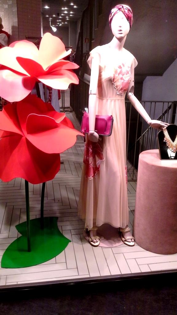 #maxandco #fashion #escaparate #teviac #escaparatismo #aparador #window #newtrend #barcelonamoda #shoponline #maxandcoshop #trendy #vetrina #visualmerchandiser (1)