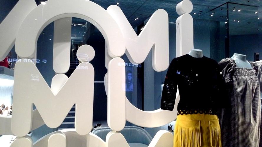 #miumiu #escaparate #vetrina #miumiufashion #shoponlinemiumiu #luxe #paseodegracia #miumiuspain #barcelonatrend #moda #aparadorbarcelona #window (1)