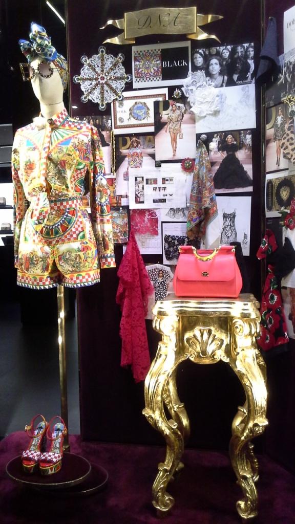 #dolcegabbana #shopdocegabbana #shoponline #luxe #escaparatebarcelona #moda #lujo #paseodegracia #modabarcelona #maniquie #vestido #comprar #comprardolcegabbana (12)