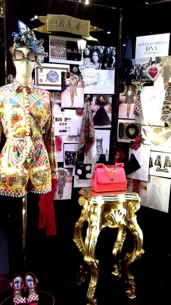 #dolcegabbana #shopdocegabbana #shoponline #luxe #escaparatebarcelona #moda #lujo #paseodegracia #modabarcelona #maniquie #vestido #comprar #comprardolcegabbana (6)