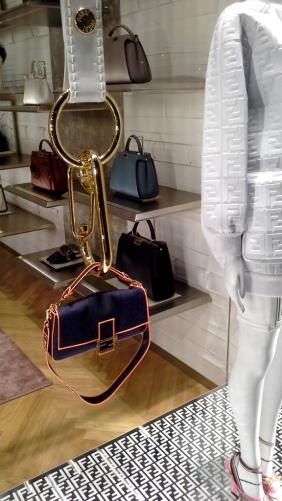 #fendi #fendib arcelona #fendispain #shop #luxury #escaparate #window #trendy #vetrina #escaparatista #visualmerchandiser #moda (4)