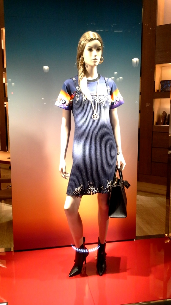 #louisvuitton #luxury #shop #paseodegracia #moda #trend #escaparate #trendy #fashion #louisvuittontrend #newarrival #lujo #teviac www.teviacescaparatismo (1)