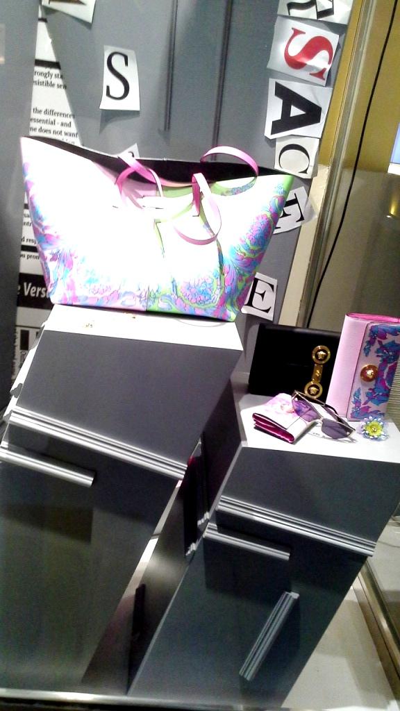 #versace #versace barcelona #versacepaseodegracia #teviac #moda #trend #trendy #vetrina #window #visualmerchandiser (9)