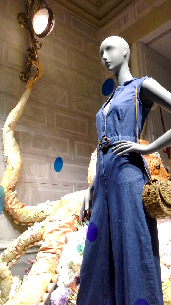 #anthropologuie #escaparate #moda #fashion #tendencia #maniquie #escaparatesummer #window #vetrina #ootd (4)