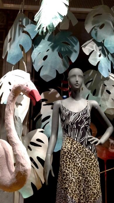 #anthropologie #anthropologiebarcelona #luxe #paseodegracia #escaparatebarcelona #escaparatismo #trendy #window #vetrina #escaparatelover #summer2019 #shop (6)
