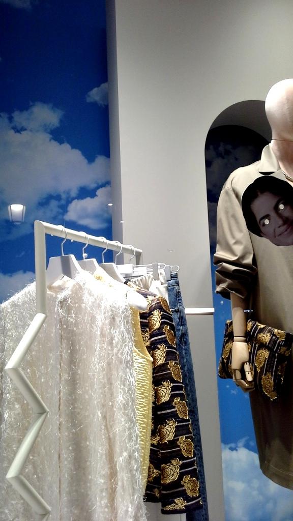 #mango #mangowoman #shopping #paseodegracia #mangoonline #mango #luxury #trendy #teviac #window #vetrina #moda (6)