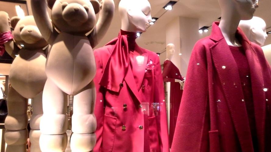 #maxmara #escaparatemaxmara #shopmaxmara #maxmarabarcelona #paseodegracia #fashion #vetrina #teviac #escaparatelover #luxury (5)