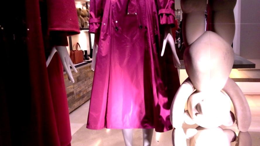 #maxmara #escaparatemaxmara #shopmaxmara #maxmarabarcelona #paseodegracia #fashion #vetrina #teviac #escaparatelover #luxury (7)