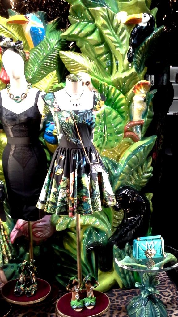 #dolcegabbana #escaparate #shoponline #yomequedoencasa #teviac #dolcegabbanashoponline #compraronline #lujo #aparador #dolcegabbanaspain #trendy #fashion (1)
