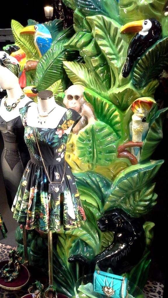 #dolcegabbana #escaparate #shoponline #yomequedoencasa #teviac #dolcegabbanashoponline #compraronline #lujo #aparador #dolcegabbanaspain #trendy #fashion (5)