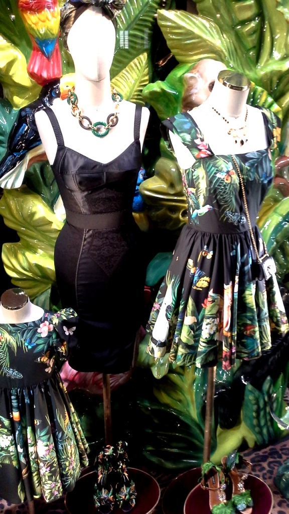 #dolcegabbana #escaparate #shoponline #yomequedoencasa #teviac #dolcegabbanashoponline #compraronline #lujo #aparador #dolcegabbanaspain #trendy #fashion (6)