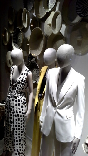 #massimodutti #massimoduttibarcelona #paseodegracia #fashion #influencer #shoponline #zara #trendy #womenmoda #modahombre #newcollection #spring2020 #yomequedoencasa (9)