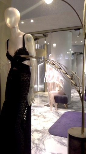 #laperla #laperlaspain #comprarlaperla #paseodegracia #fashion #moda #escaparate #trendy #teviac #escaparatelover www.teviacescaparatismo.com (5)