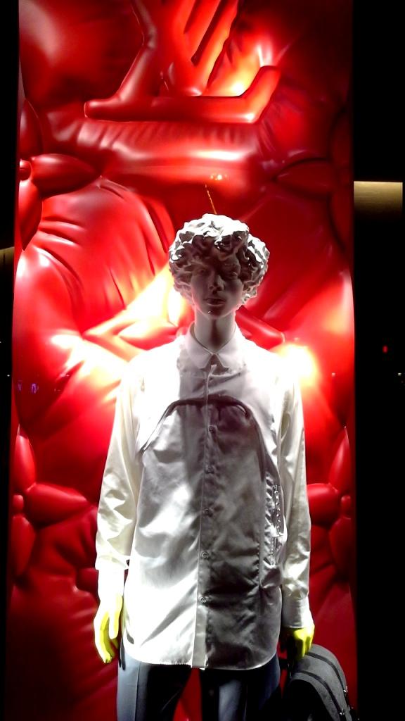 #louisvuitton #louisvuittonbarcelona #louisvuittonpaseodegracia #comprar #shoponline #luxe #moda #lujo www.teviacescaparatismo.com (1)