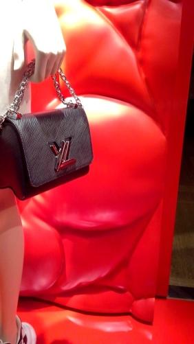 #louisvuitton #louisvuittonbarcelona #louisvuittonpaseodegracia #comprar #shoponline #luxe #moda #lujo www.teviacescaparatismo.com (12)