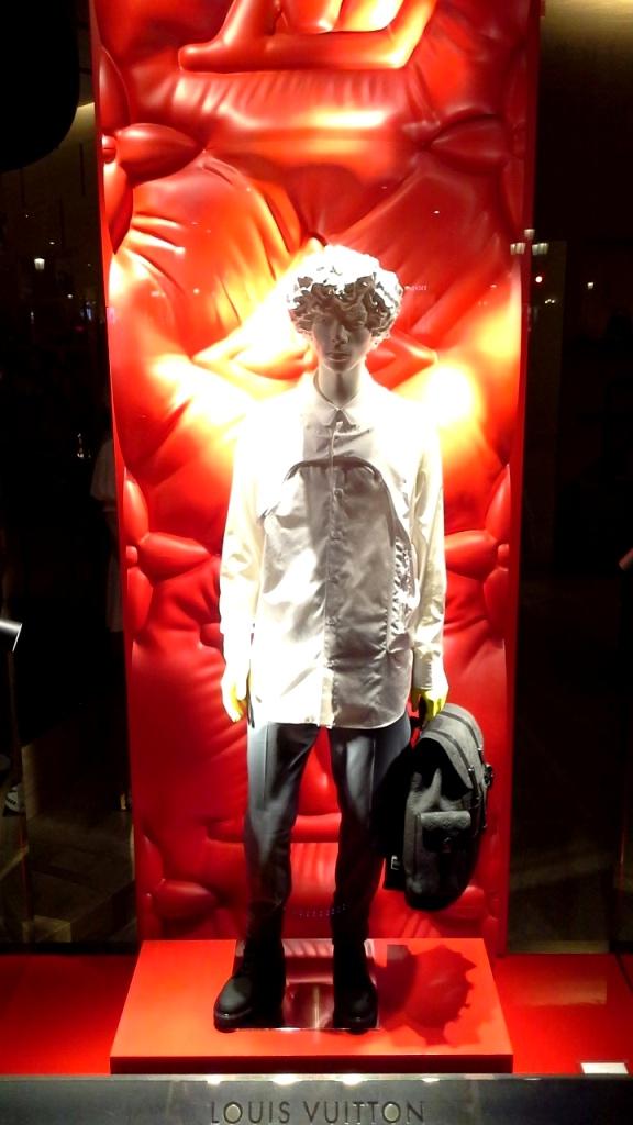 #louisvuitton #louisvuittonbarcelona #louisvuittonpaseodegracia #comprar #shoponline #luxe #moda #lujo www.teviacescaparatismo.com (7)
