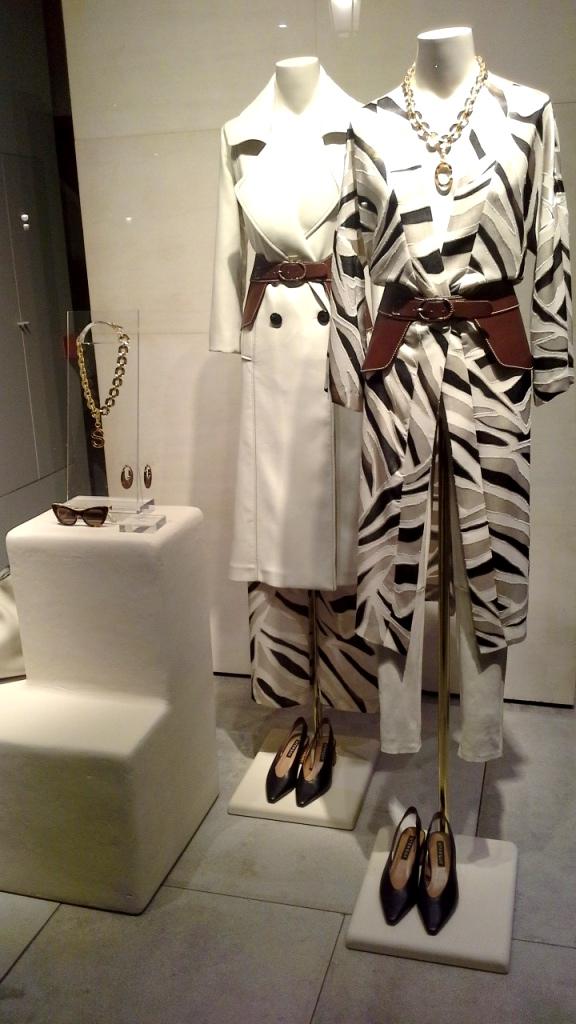 #uterque #paseodegracia #barcelona #fashion #compraonline #vestido #influencer #moda #tendencia #trendy2020 (1)
