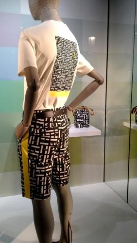 #hugoboss #hugobossbarcelona #comprarahora #fashion #teviac #escaparate #retail #vetrina #hugobossss20 #trendy #moda #aparador (2)