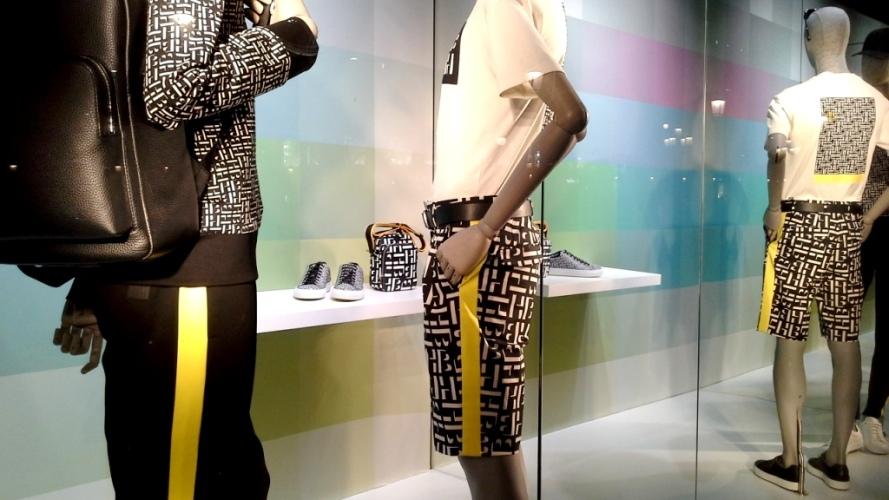 #hugoboss #hugobossbarcelona #comprarahora #fashion #teviac #escaparate #retail #vetrina #hugobossss20 #trendy #moda #aparador (3)