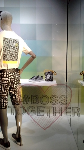 #hugoboss #hugobossbarcelona #comprarahora #fashion #teviac #escaparate #retail #vetrina #hugobossss20 #trendy #moda #aparador (4)
