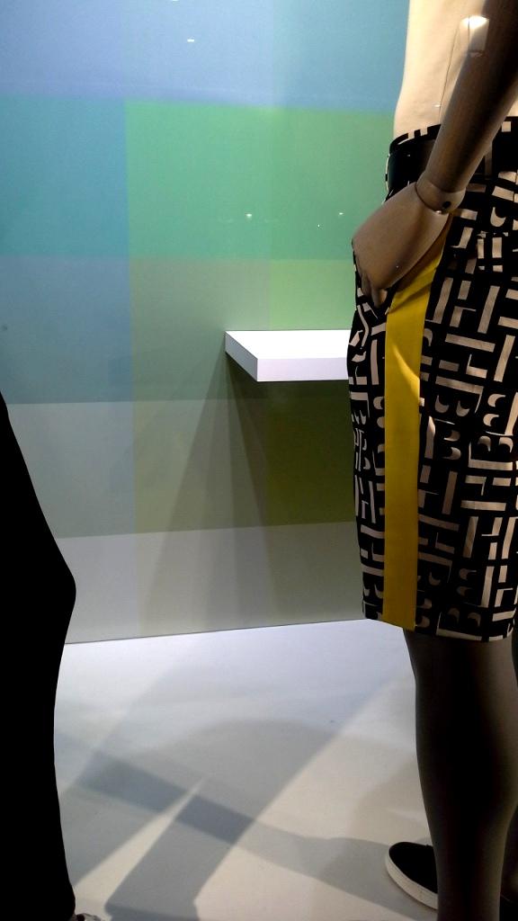 #hugoboss #hugobossbarcelona #comprarahora #fashion #teviac #escaparate #retail #vetrina #hugobossss20 #trendy #moda #aparador (9)