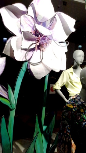 #anthropologie #escaparate #shoponline #aparador #vetrina #fashion #barcelona #paseodegracia #trendy #moda www.teviacescaparatismo.com (7)