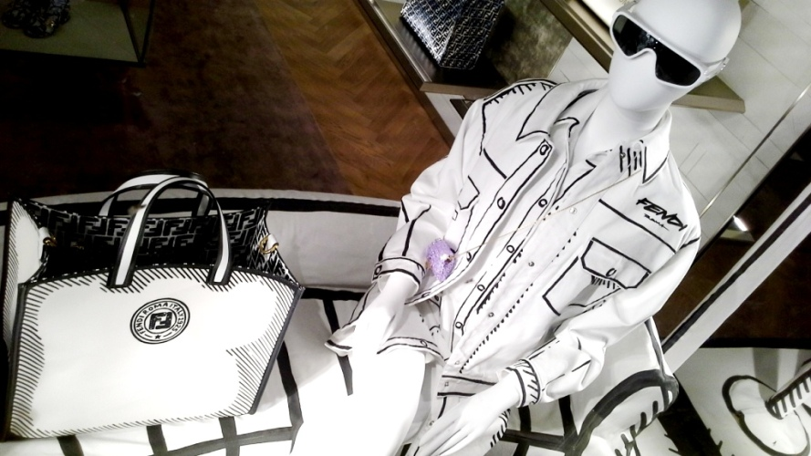 #fendi #fendibarcelona #shopfendi #fendipaseodegracia #luxury #teviac www.teviacescaparatismo.com #escaparatelover (4)