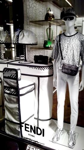 #fendi #fendibarcelona #shopfendi #fendipaseodegracia #luxury #teviac www.teviacescaparatismo.com #escaparatelover (9)
