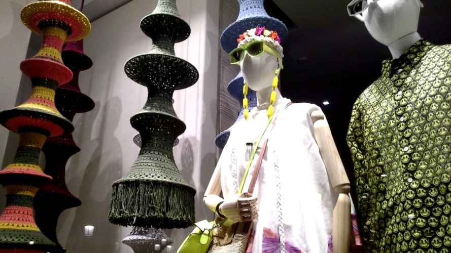#loewe #comprarloewe #paseodegracia #tourism #luxe #comprasdelujo #loewebarcelona #shop #aparador #visualmerchandiser #moda #fashion www.teviacescaparatismo.com (4)