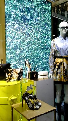 #comprar #versace #escaparate www.teviacescaparatismo.com (10)