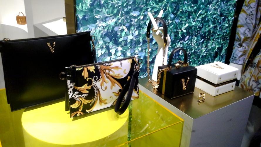 #comprar #versace #escaparate www.teviacescaparatismo.com (11)