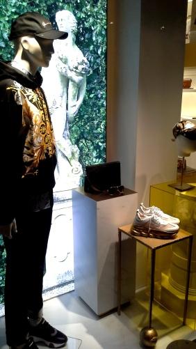 #comprar #versace #escaparate www.teviacescaparatismo.com (4)