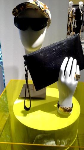 #comprar #versace #escaparate www.teviacescaparatismo.com (5)