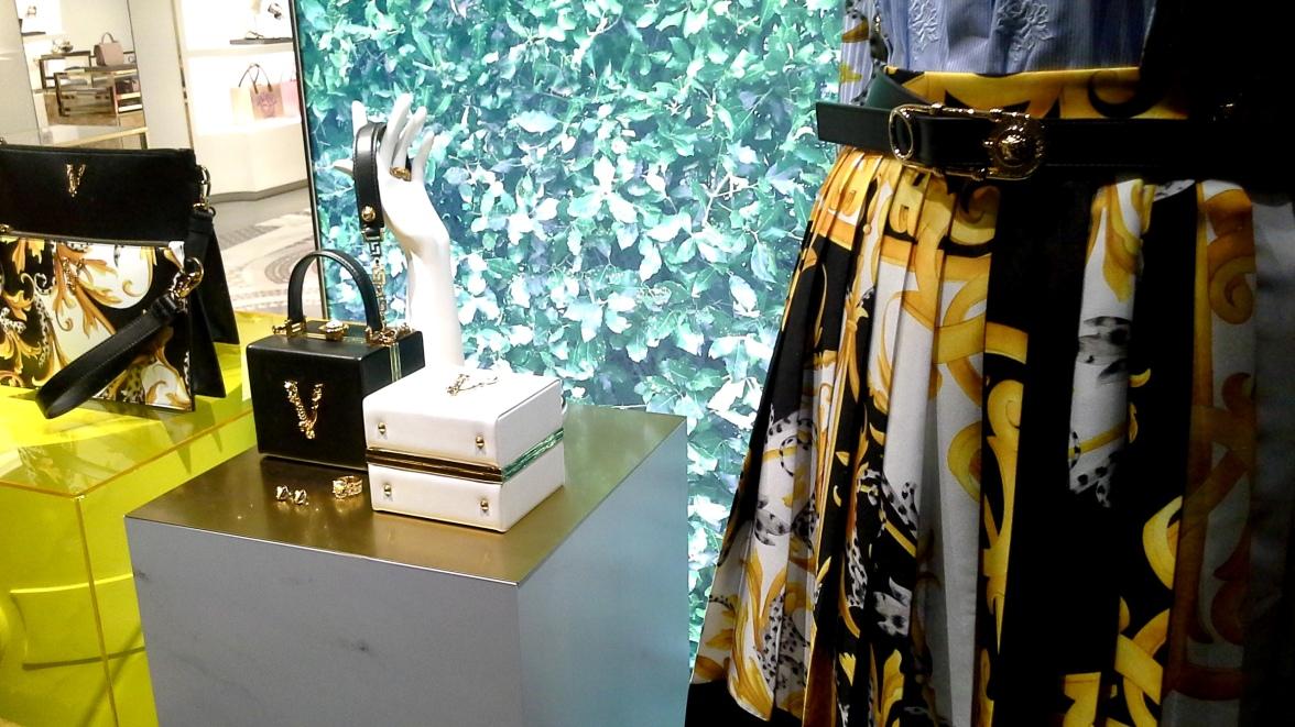#comprar #versace #escaparate www.teviacescaparatismo.com (7)