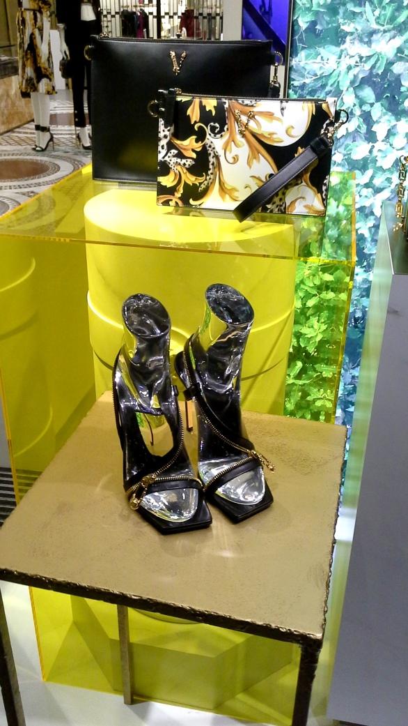 #comprar #versace #escaparate www.teviacescaparatismo.com (8)