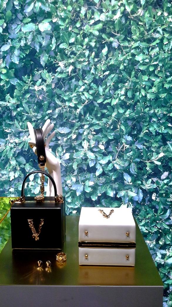 #comprar #versace #escaparate www.teviacescaparatismo.com (9)